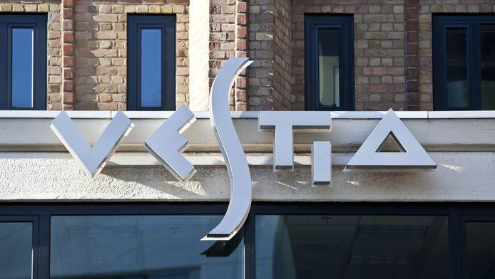 Logo op het hoofdkantoor van Vestia in Rotterdam.