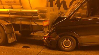 Twee lichtgewonden bij kettingbotsing in Kennedytunnel
