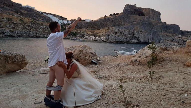 Buitenlanders mogen niet meer trouwen in idyllisch Grieks kerkje en dat hebben ze te danken aan dit koppel
