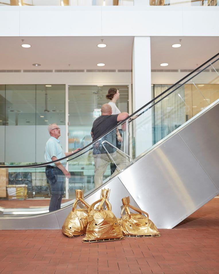 Laocoön anno 2009, 2009, Guido Geelen.  Een installatie die bestaat uit meerdere sculpturen, verspreid in de Rijksdienst voor het Cultureel Erfgoed in Amersfoort.  Beeld Erik Smits