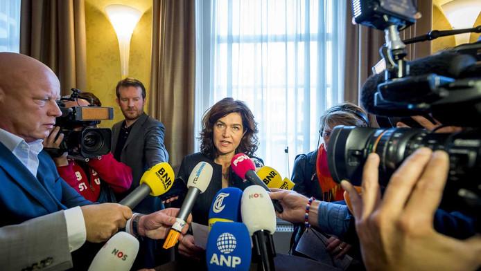 Anouchka van Miltenburg staat de pers te woord, nadat het presidium heeft overlegt over het lek bij de commissie-Stiekem.