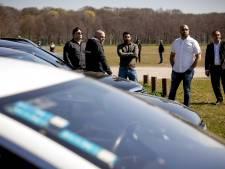 Wanhopige taxichauffeurs demonstreren op Malieveld: 'We gaan failliet zonder steun die andere ondernemers wel krijgen'