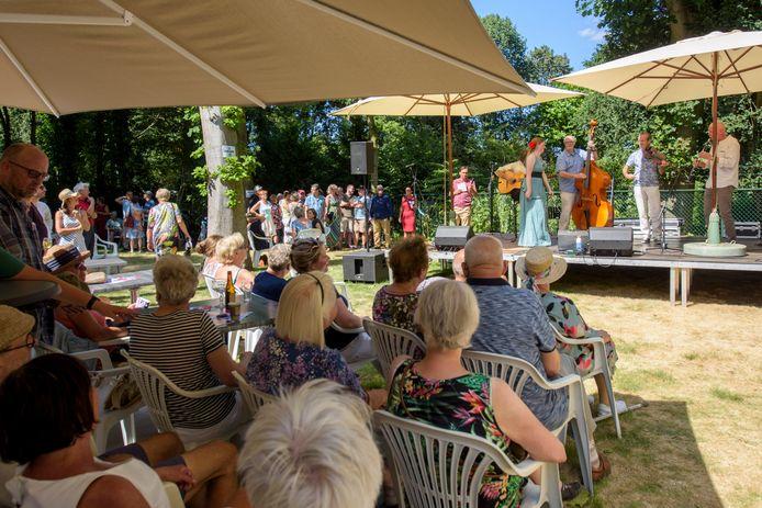 Het Tuinpad Festival in de tuin van museum de Wieger in Deurne.