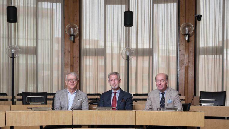 Afzwaaiende burgemeesters Jeroen Nobel (Aalsmeer), Onno Hoes (Haarlemmermeer) en Bas Eenhoorn (Amstelveen). Beeld Erik Smits