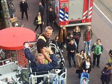 Amsterdamse brandweer helpt vader zijn zoon bezoeken
