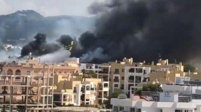 Grote brand uitgebroken in toeristische hotspot op Ibiza