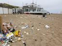 Een enorme puinhoop op de Walcherse stranden.