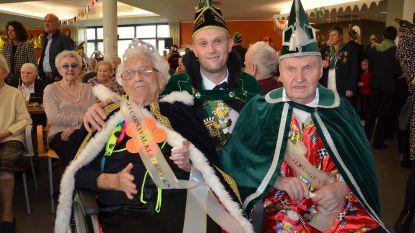 Prins carnaval Vitsken bezoekt bewoners woonzorgcentrum Klateringen