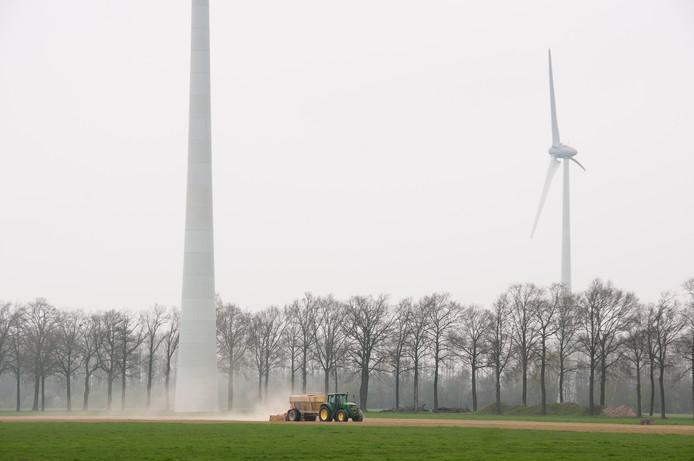 In het Aaltense Goor staan al acht windmolens. De gemeente Oude IJsselstreek bekijkt of er extra turbines in het Zwarte Veen geplaatst kunnen worden. Foto Ingrid Canter Cremers