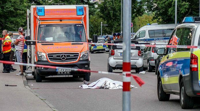Het slachtoffer lag dood op straat.