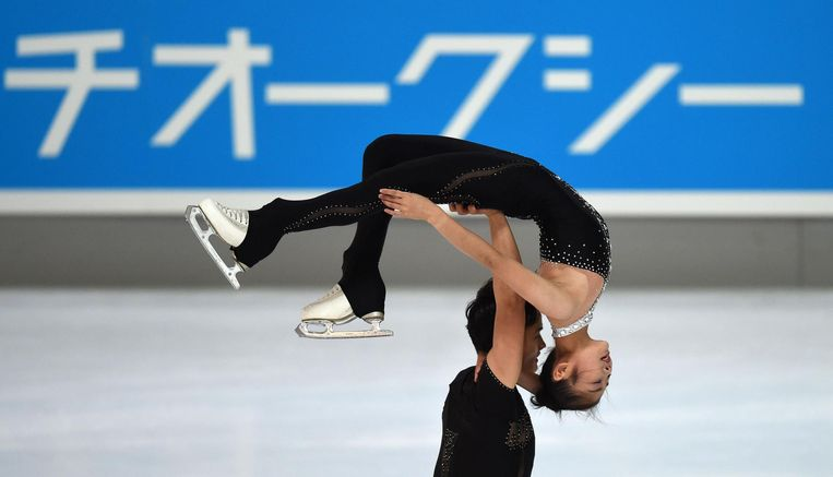 Kunstschaatsers Ryom Tae-ok and Kim Ju-sik. Beeld afp