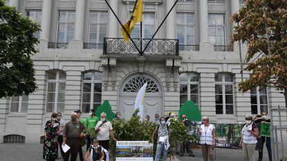 """Actiefront De Groene Delle overhandigt petitie aan minister Demir: """"Meer dan 33.000 burgers lieten stem al horen tegen vernietiging natuurgebied"""""""