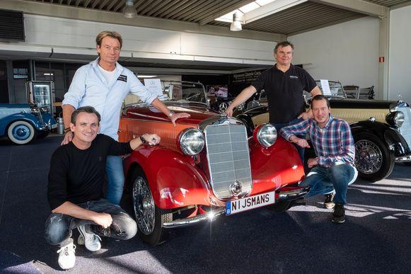 Nijmans Wim en Michel Nijmans, Andreas Therstappen en Joeri Janssens bij een Mercedes uit 1938.
