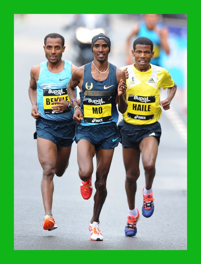 Haile Gebrselassie (r) en Mo Farah (m) met Kenenisa Bekele (l) tijdens de Great North Run in september 2013 in Gateshead.