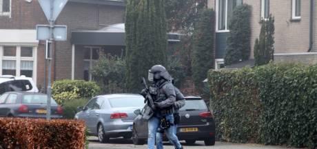Eerst twee gewone agenten naar huis Joey D: 'Heel onverstandig'