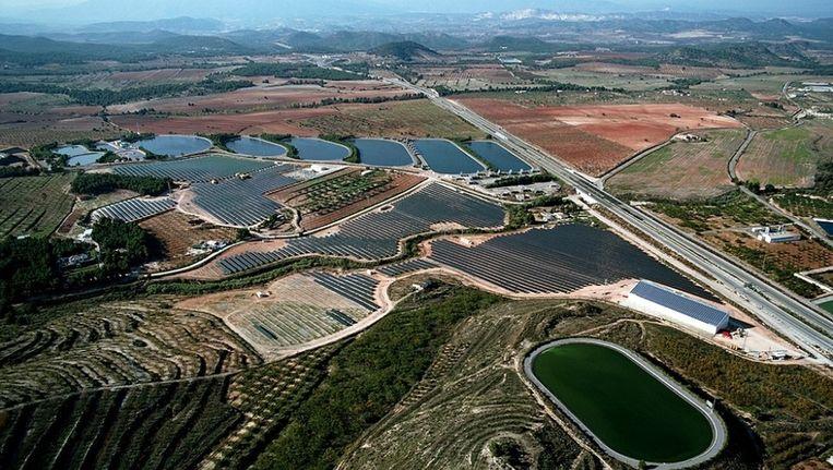 Zonnepanelenpark in Spanje. Straks ook Nederlandse parken in Zuid-Europa? Beeld Gehrlicher Solar