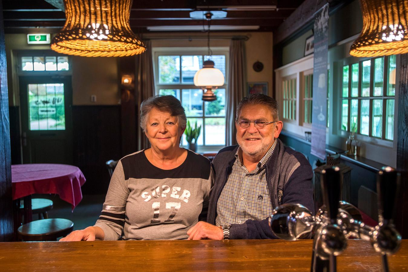 Jos en Wilma Schuurmans in De Harmonie in Haarsteeg.