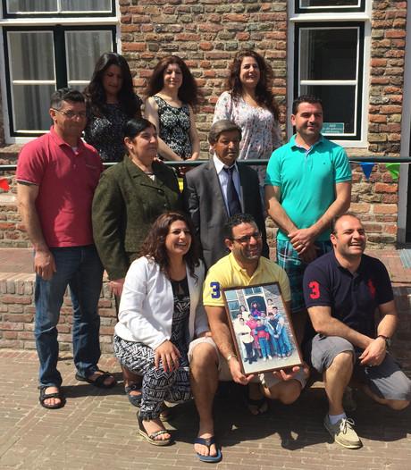 Syrisch gezin Ilyo keert na 25 jaar terug in onderduikadres: de hervormde kerk in Oost-Souburg