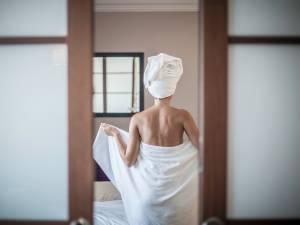 Pourquoi vous ne devriez pas réutiliser votre serviette de bain à l'hôtel