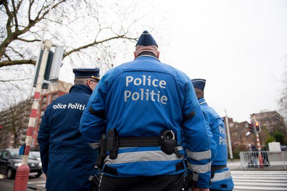 Politie vindt grote som geld bij huiszoeking.