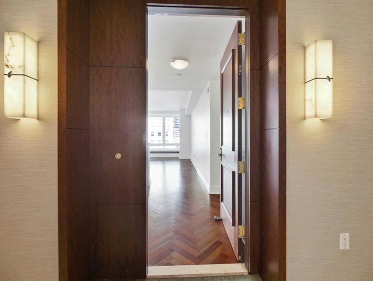 Appartement van Stan Lee te koop.