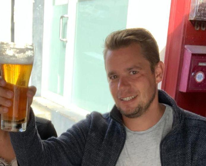 Jim Stremme die zelf ook heel wat uurtje in de horeca heeft gedraaid. Afgelopen jaar onder meer in Cambodja. Per 1 januari neemt hij met zijn vriendin de Surf-Inn in Scharendijke over