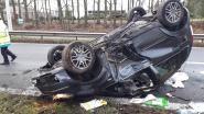 Vrouw zwaargewond bij crash op A201