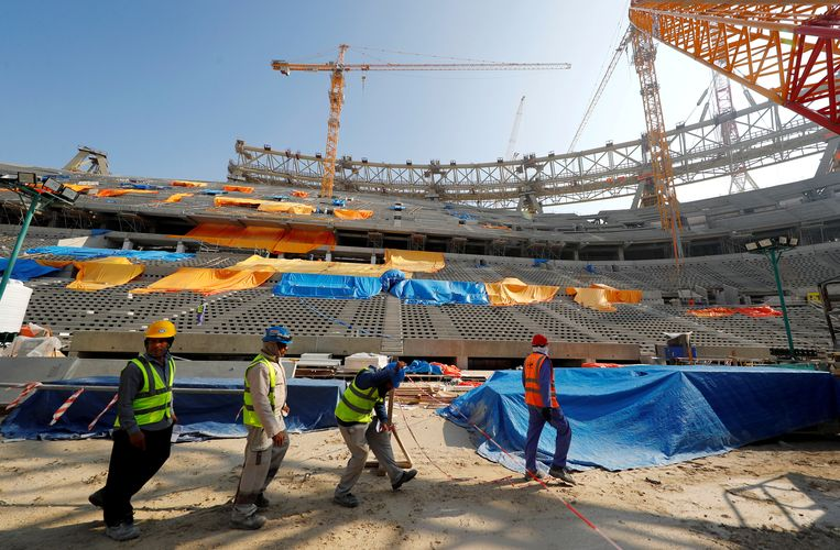 Werkzaamheden aan een van de stadions in Qatar, voor het WK van 2022.  Beeld REUTERS