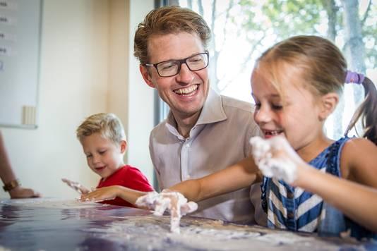 Culemborg, 12 september 2016.Staatssecretaris Dekker van Onderwijs op bezoek bij de Koning Willem Alexander School in Culemborg.