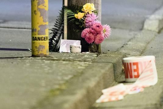 De eerste bloemen verschijnen bij de getroffen moskeeën. © Getty Images