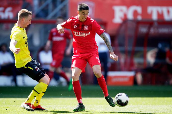 Aitor, maandag in actie in de kampioenswedstrijd tegen Jong AZ. Het aantrekken van de Spanjaard is een schot in roos gebleken.