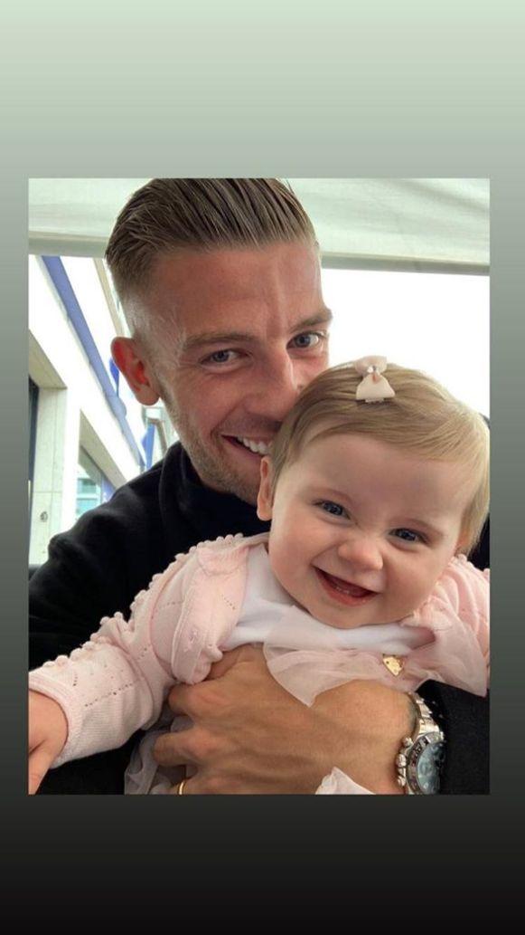 Toby Alderweireld met dochtertje Ayla.