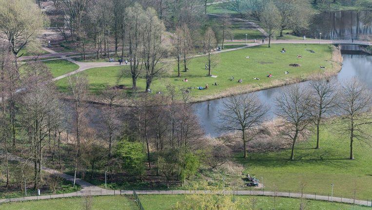 Het Rembrandtpark vanuit het Apollo Hotel Beeld Rink Hof