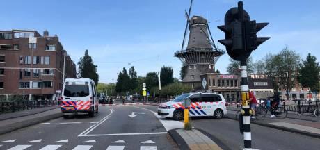 Fietser gewond na aanrijding met busje in Oost