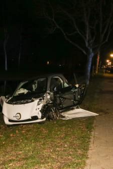 Flink ongeluk veroorzaakt 'enorme ravage' op de Groenedijk in Dordrecht