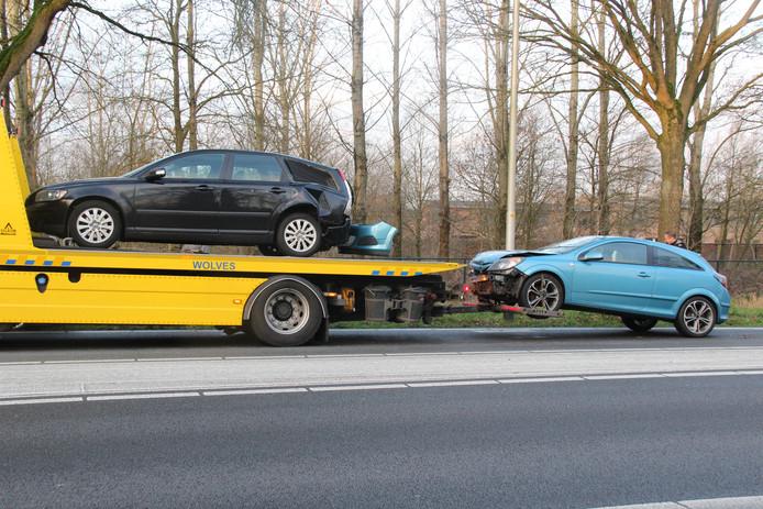 De auto's waren flink beschadigd en moesten worden afgesleept door een bergingsbedrijf.