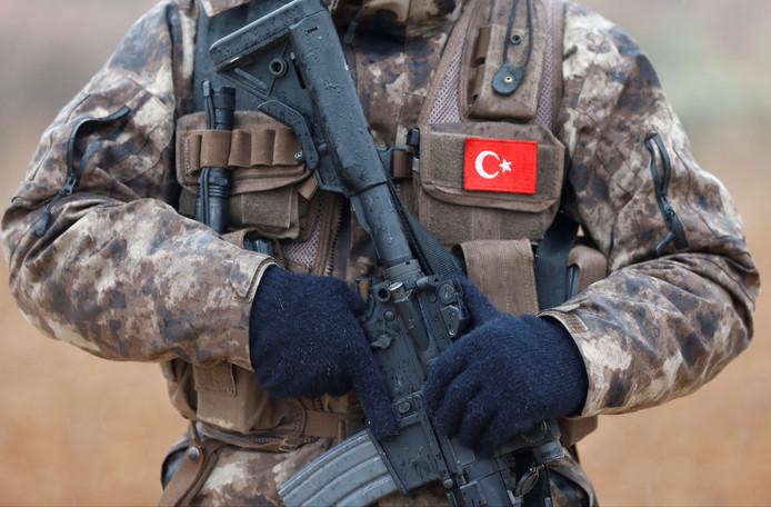 Een lid van de speciale eenheid van de Turkse politie.