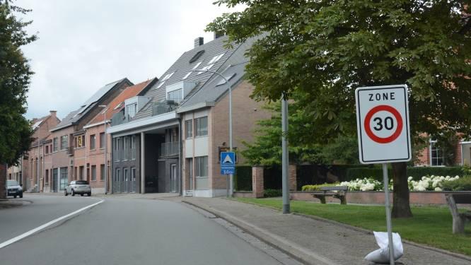 Politie flitst in nieuwe zone 30 in G. De Cremerstraat: helft in overtreding