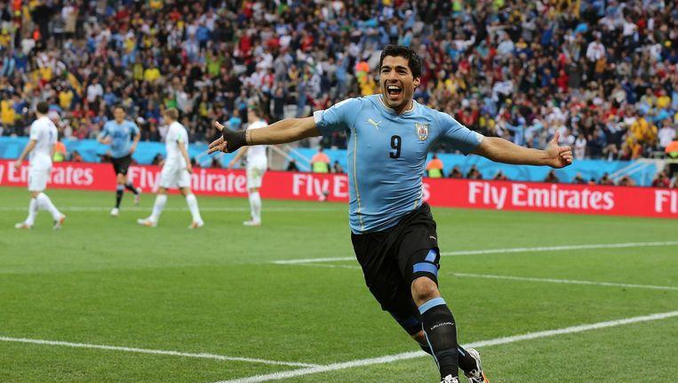 Luis Suarez na het maken van een doelpunt. Beeld null