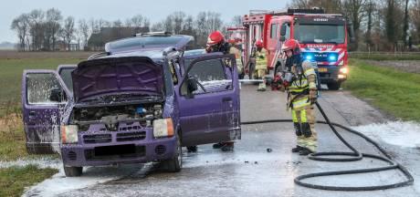 Auto brandt uit in buitengebied van Bant