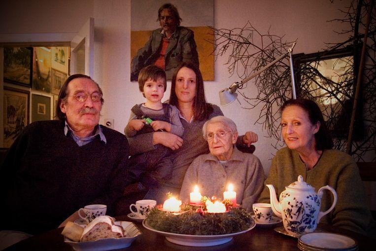 Dirk Hansen (l) met zijn familie in Berlijn. Hij overleed eind februari.  Beeld Daniel Rosenthal
