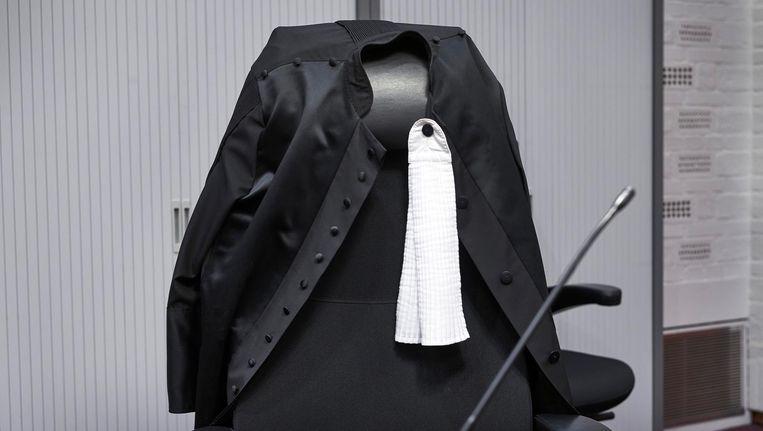 Een toga met bef in de rechtszaal in het paleis van justitie in Den Haag. Beeld anp