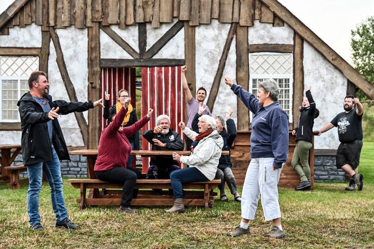 De cast van Madocke repeteert op de Middendam in Daknam, waar het openluchtspektakel eind deze maand in première gaat.
