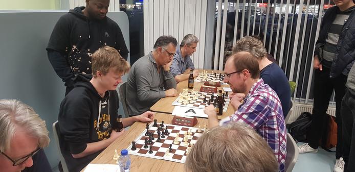 Thomas Beerdsen tegen Stefan Kuipers.