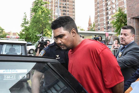 Ricardo Rojas wordt overgebracht naar de gevangenis.