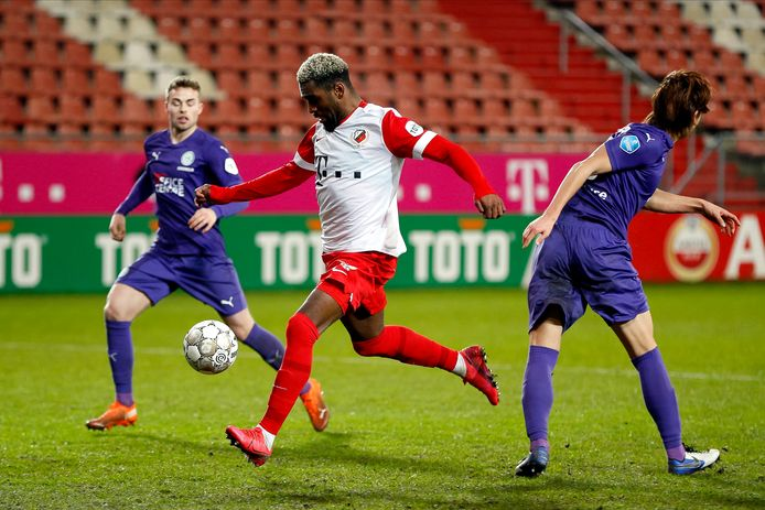 UTRECHT - 09-01-2021, Stadion Galgenwaard, Stadium of FC Utrecht, Dutch eredivisie season 2020 / 2021, Utrecht - Groningen. Utrecht player Gyrano Kerk (L) scores 2-2 during the game Utrecht - Groningen .