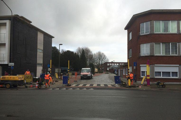 De gemeente investeert verder in een verbetering van de bereikbaarheid van de Sint-Martinusschool. Vanaf maandag starten de werken voor een nieuw wandel- en fietspad naar de achterzijde van de school.