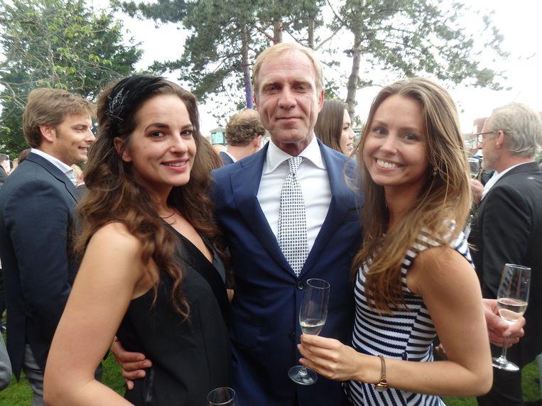 Erik van der Burg (Vida Real) is de meest tevreden man van de avond. Naast hem Marieke Wehner en Mayke Niestadt, beiden van Buck Models. Beeld Schuim