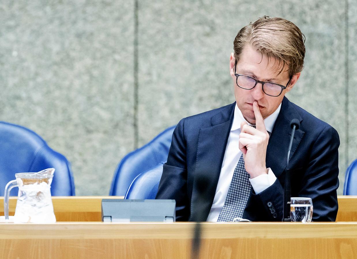 Minister Sander Dekker van Rechtsbescherming stelt dat het stelsel voorwaardelijke invrijheidstelling al langer 'een doorn in het oog is' en hoopt dat de Tweede Kamer het nieuwe wetsvoorstel spoedig behandelt.