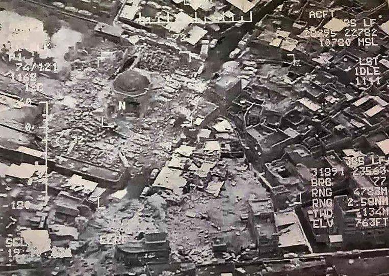 Luchtfoto van de vernietigde moskee, vrijgegeven door het Iraakse leger. Beeld afp
